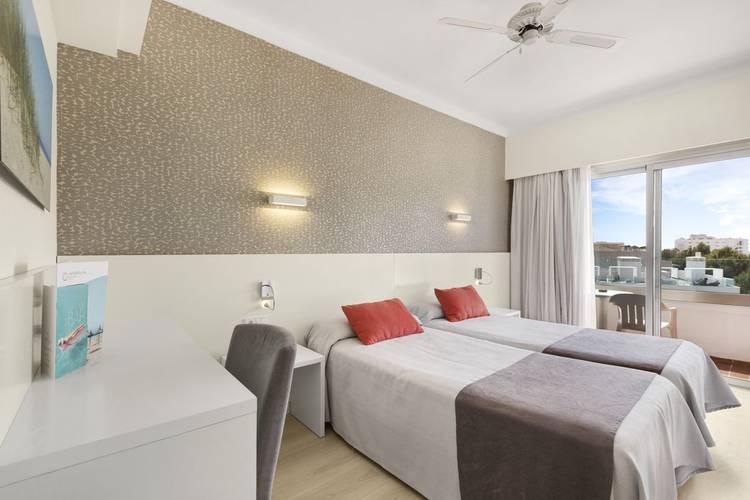 Standard Double Room Metropolitan Playa Hotel